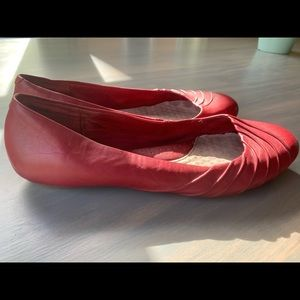 Red leather Hush Puppies flats- size 8